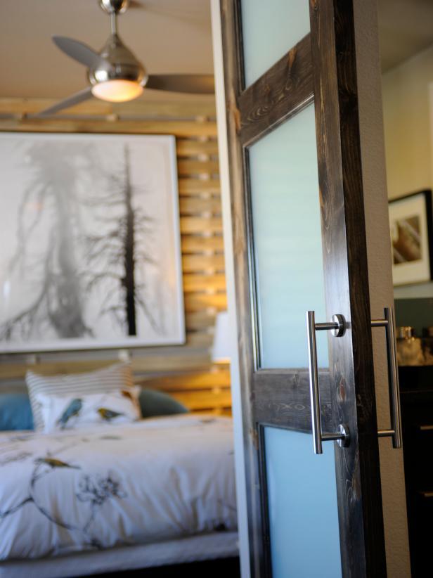 09-GH2011_Master-Suite-Barn-Door-Bed